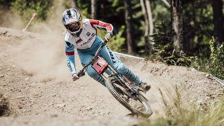 Rachel Atherton racing gloveless in Andorra