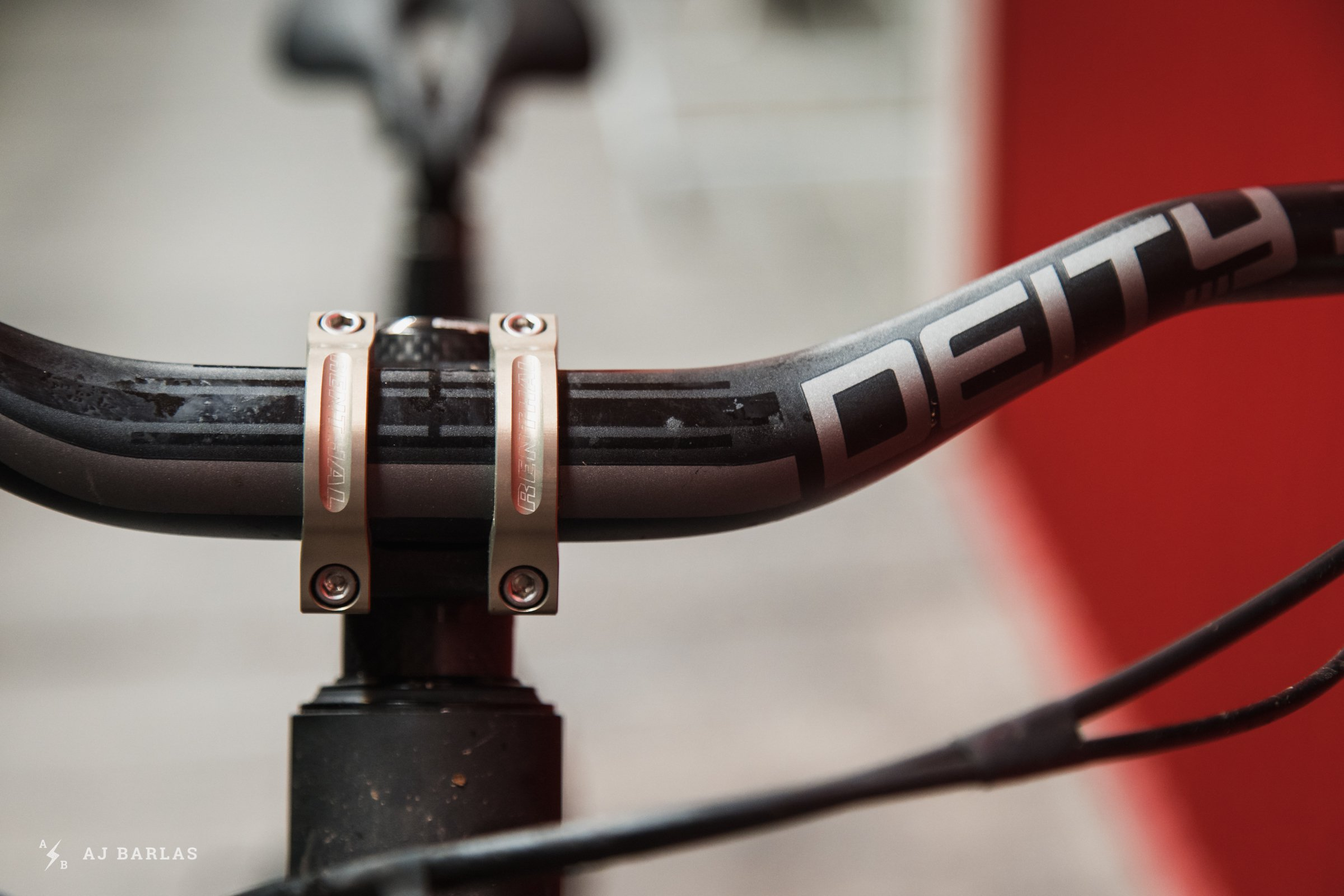 Renthal Apex 40mm Stem and Deity Blacklabel 38mm Handlebar