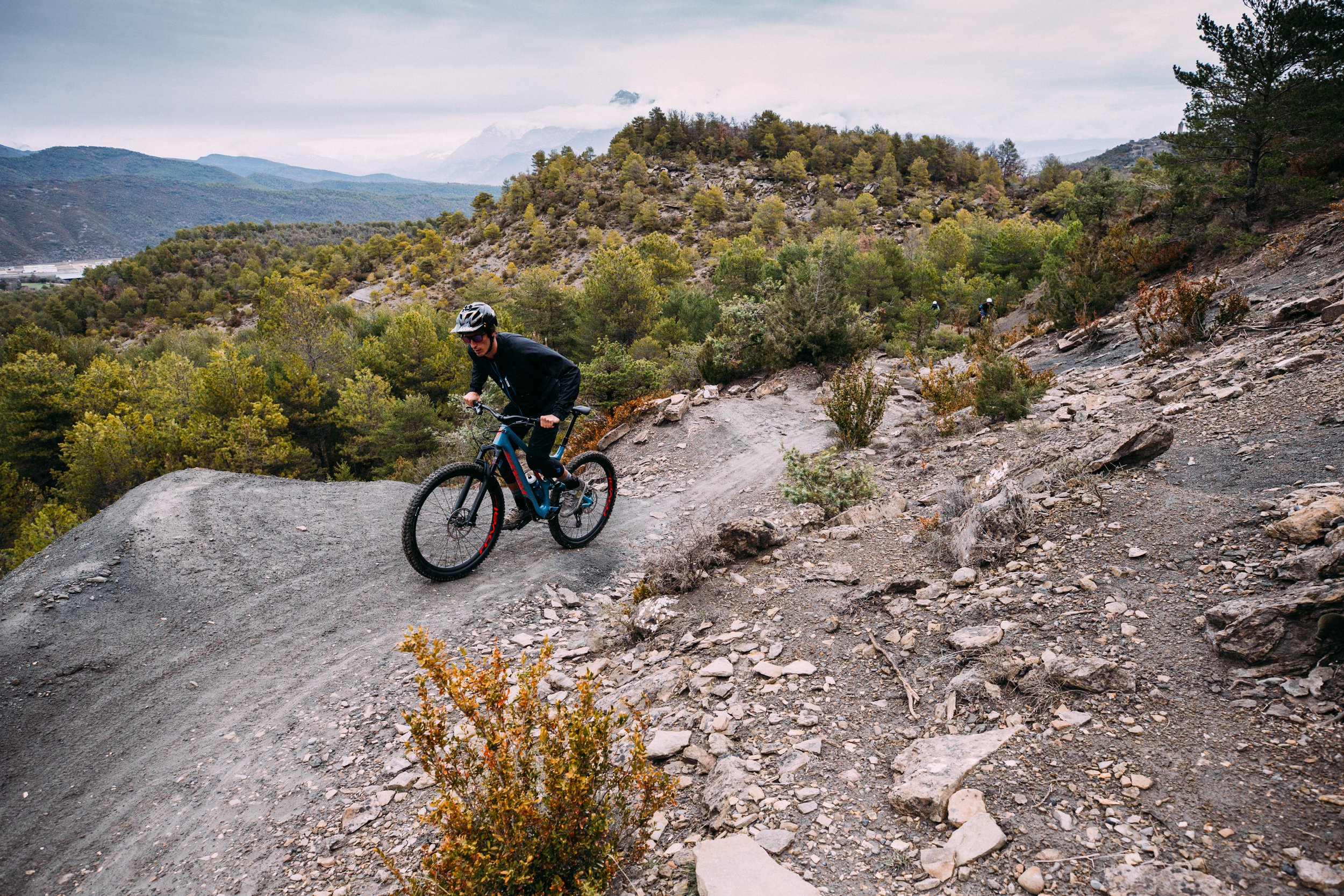 AJ Barlas climbing the 2018 Specialized Stumpjumper 29 in Spain