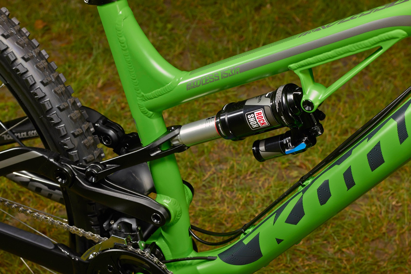 Knolly was the first company I saw using a linkage that straddles the seat tube. Specialized does as well. Kona did not opt for a Horst Link placement of their pivot despite the expiry of that patent on April 23rd 2013.