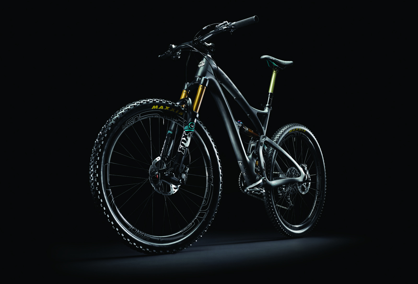2015_Yeti_SB5C_Blk_DBG_Side_ND