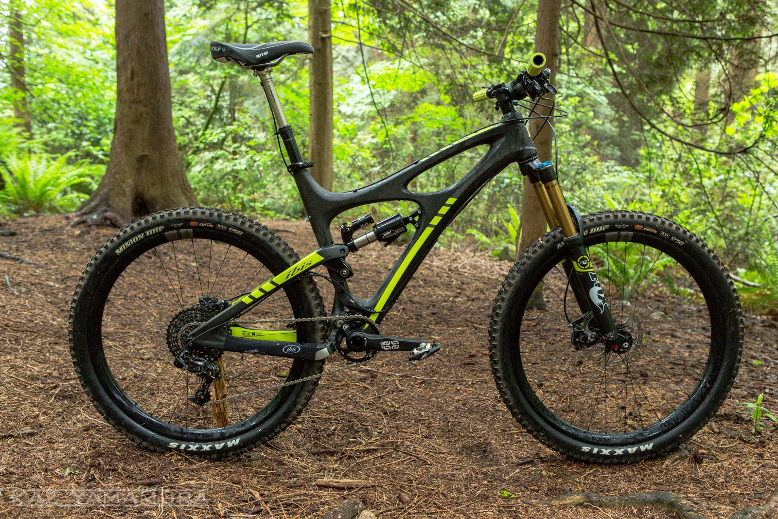 Gasp! This isn't a 160mm 650b bike! The Mojo HDR 650 has 130mm of rear travel and this model is spec'ed with a 140mm Fox 34 CTD. Ibis tells us the HDR is made with a new layup process that allows for longer carbon fibres. Previously pieces of the frame were laid up and then attached once the layup was complete. Shorter fibres aren't as strong and joints are heavy. As a result, Ibis tells us the bike is now just as stiff, stronger and half a pound lighter.