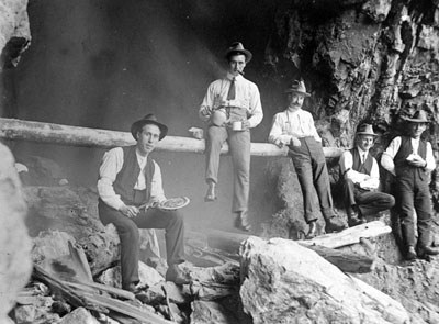 Mining - gold cave 1905