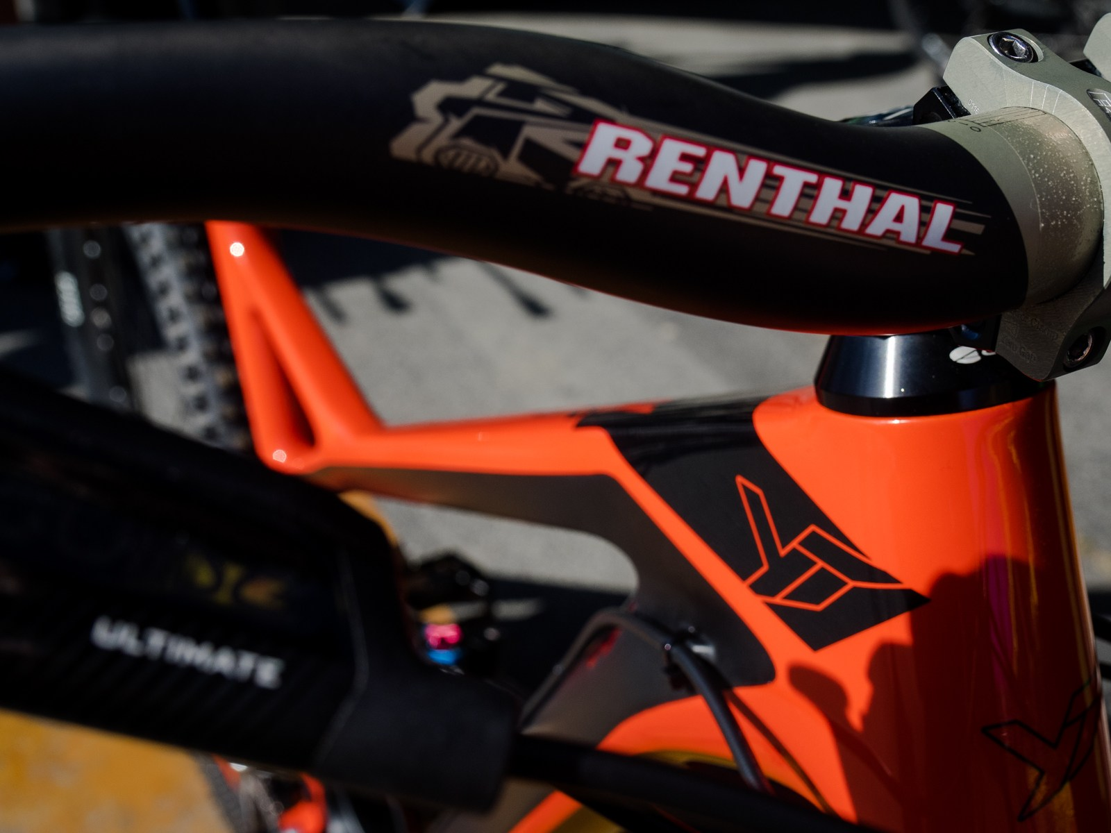 Renthal cockpit parts keeping things braaaap.