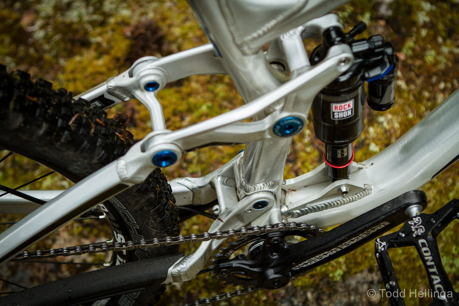Front derailleur E2 low direct mount for those that aren't afraid of technology that improves your gear range and versatility, or you can run it 1x and have an insane amount of clearance. It's nice to see companies still offering consumers a choice in drivetrain considerations.