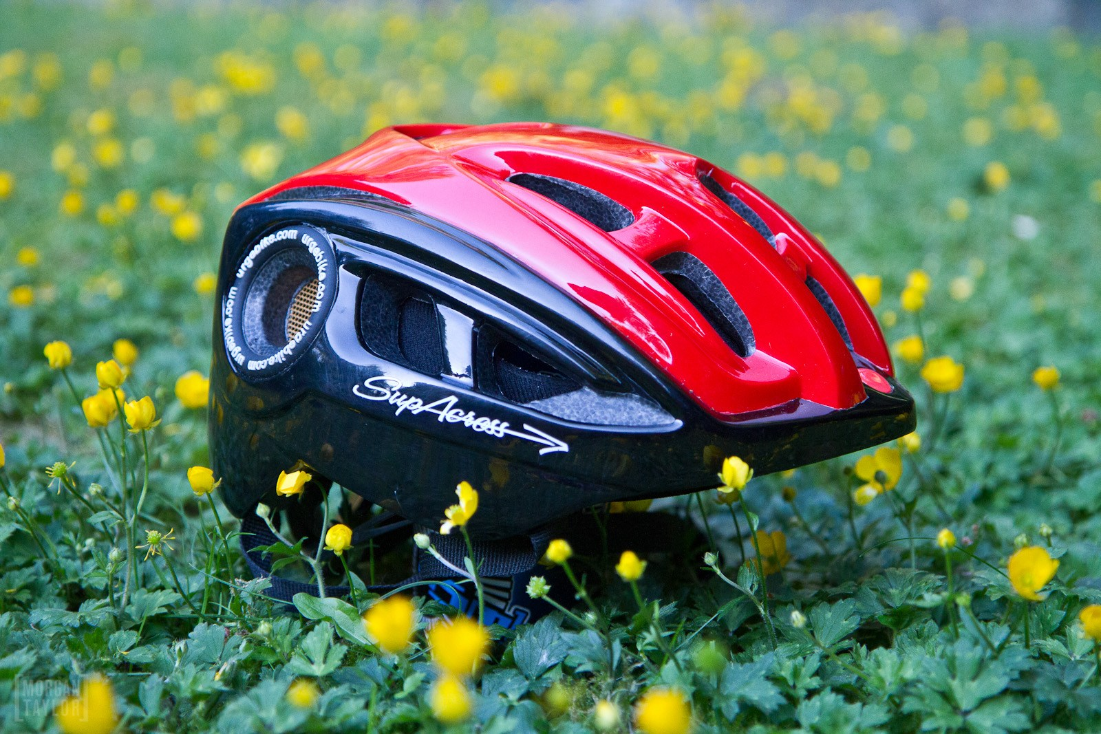 The SupAcross in profile: upholding the proud Urge Bike Products tradition of looking like subtle extraterrestrial raverboy headgear.